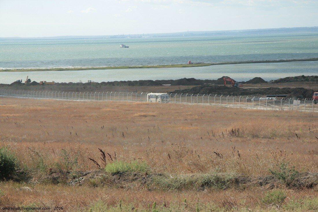 Территория строительства моста через Керченский пролив охраняется