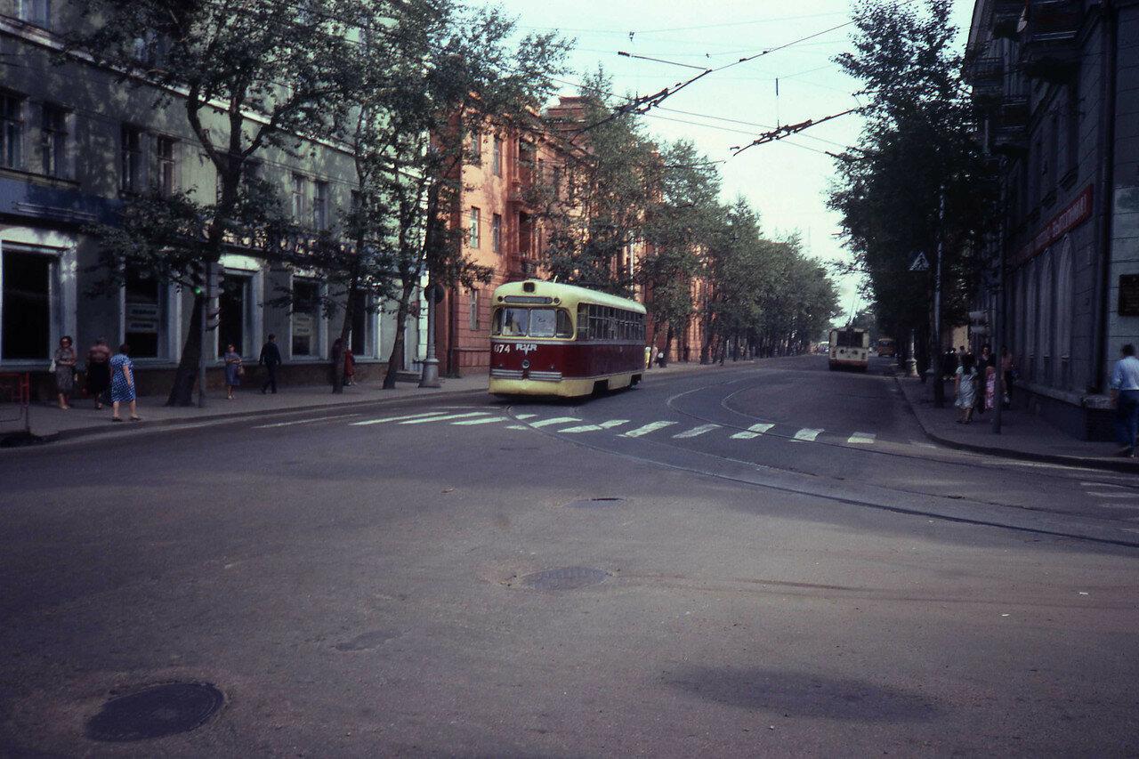 Иркутск. Трамвай на перекрестке улиц Ленина и Горького