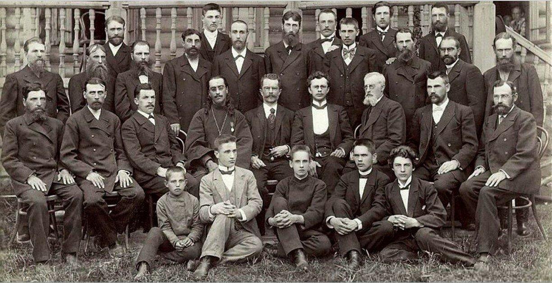 Служащие фабрики Кузнецова 1902