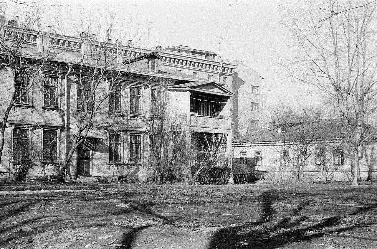 1974. Дома по Сокольнической Слободке в сторону парка. Вид с Песочного переулка