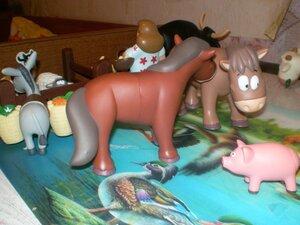 Животные на Ферме №9: кобылка