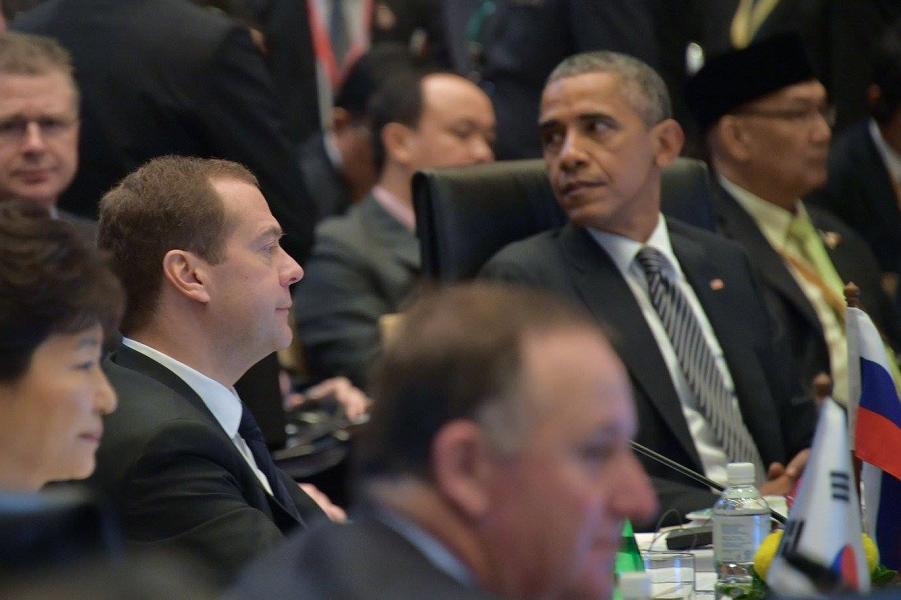 Медведев и Обама в Куала-Лумпуре.png