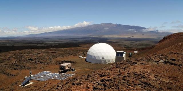 Тренажерный космический корабль в пустыне Атакама