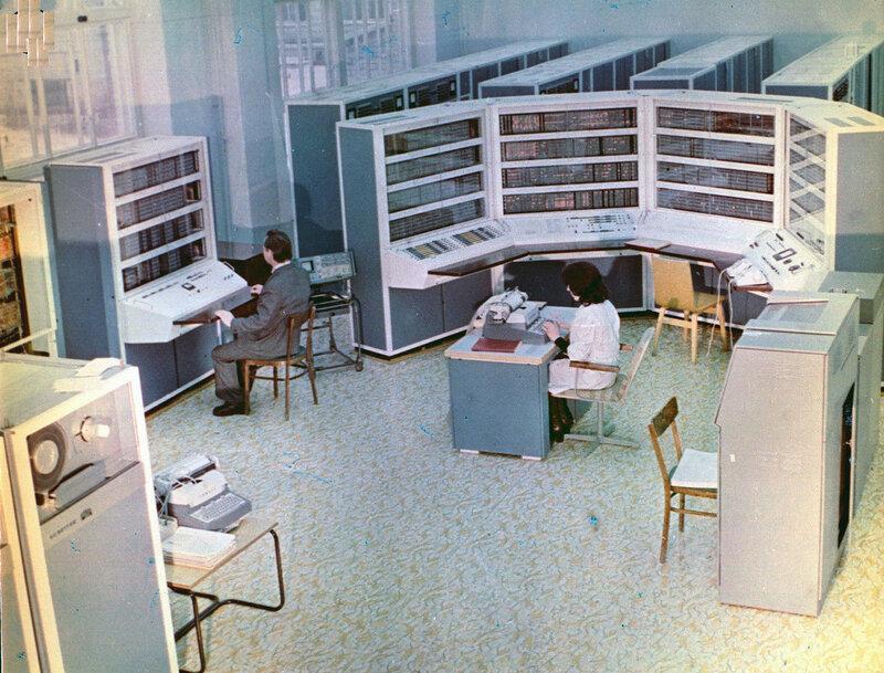Новая БЭСМ-4 полностью унаследовала архитектуру М-20 и имела ОЗУ – 4156 разрядных слова. Машина серийно производилась с 1965 года, всего было выпущено 30 экземпляров:
