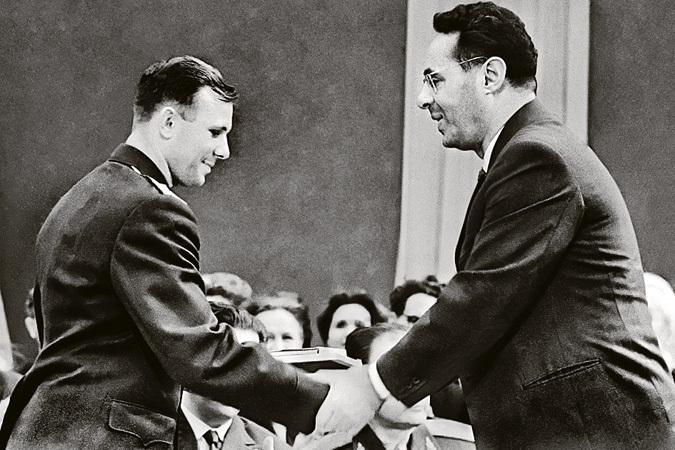 Юрий Гагарин и Юрий Левитан. 1961 год