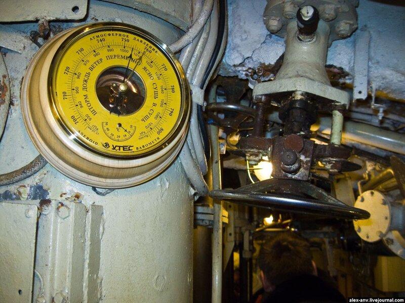 Подводная лодка С-189. Корабельный барометр.