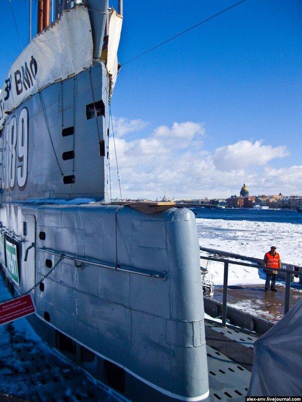 Подводная лодка С-189. При виде купола Исакия, сразу же хочется его сфотографировать.