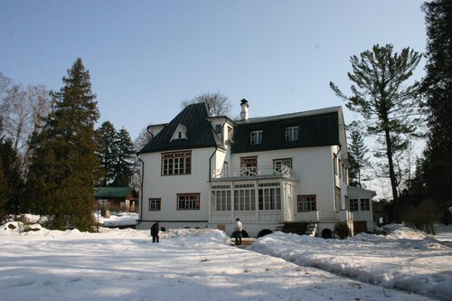 Главный дом. Вид сбоку