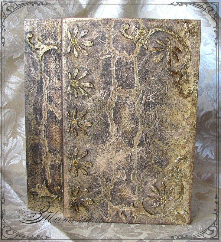 А я сделала шкатулку-книжку, заготовка, рисовая карта с рисунком кожи питона, через трафарет паста с глиттерами...