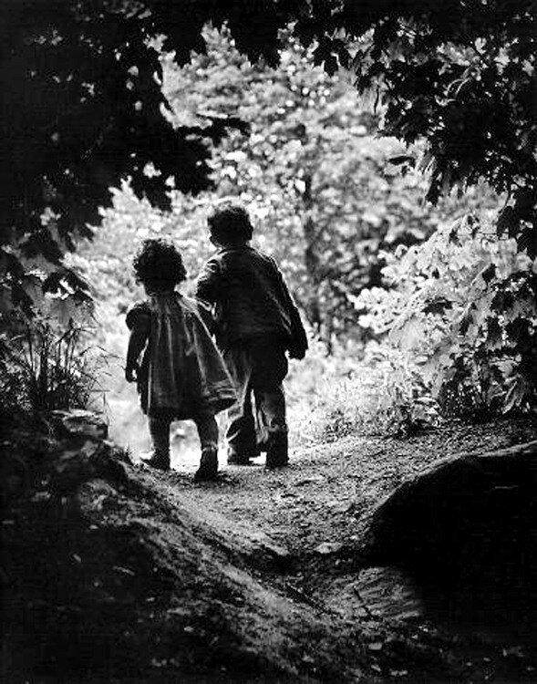Eugene Smith, Children Walking