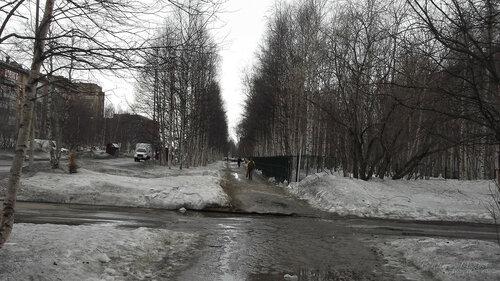 Фотография Инты №7521  Юго-восточный угол ограждения бывшей школы №12 Куратова 20 09.04.2015_12:44