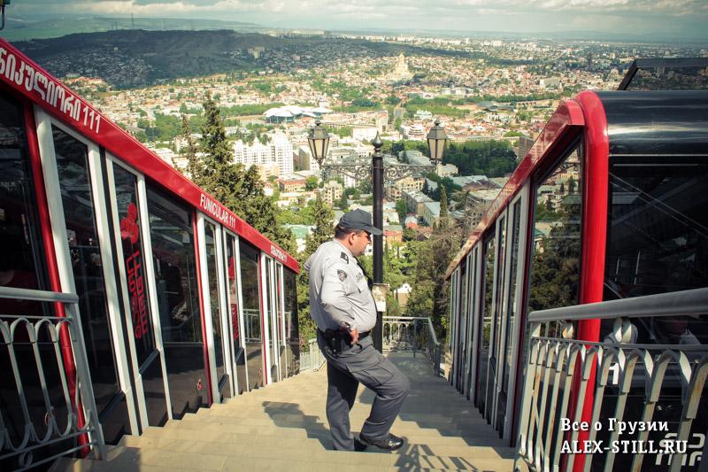 Пантеон - остановка фуникулера в Тбилиси