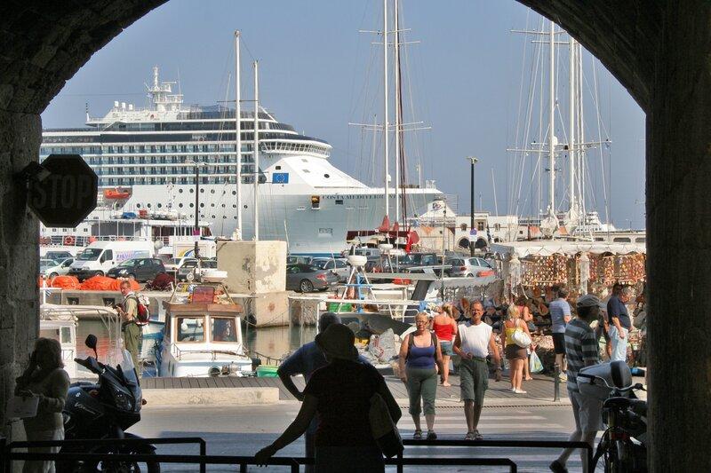 Вид на порт из Родосской крепости