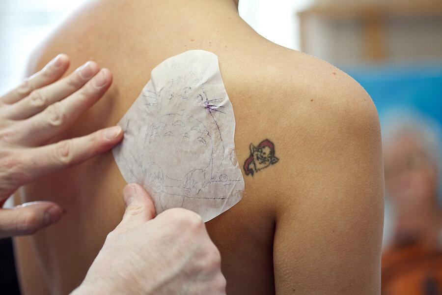 как перевести рисунок на тело для тату