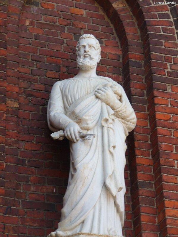 Статуя апостола Св. Петра.