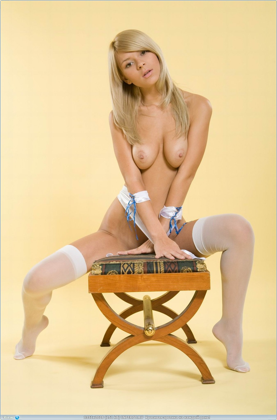 Хорошенькая блондинка (20 фото)