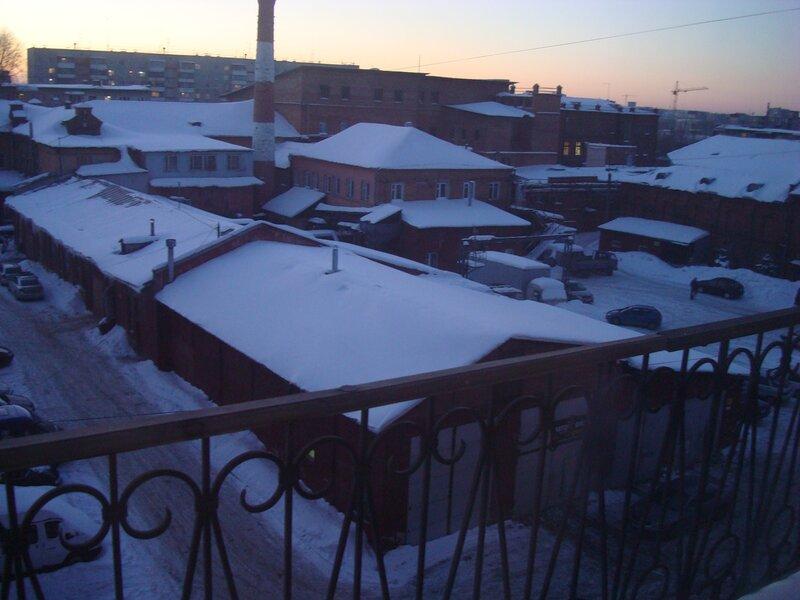 Вид с 4 этажа восточного здания на основную территорию