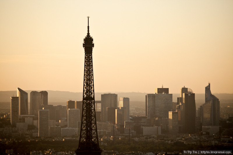 Фрагменты Парижа сверху и снизу.