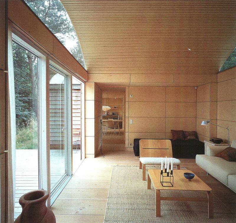 Tisvilde, Denmark, Kim Utson 90  жилой модульный дом в Скандинавии, гостиная столовая кухня, отделка деревом, фанера
