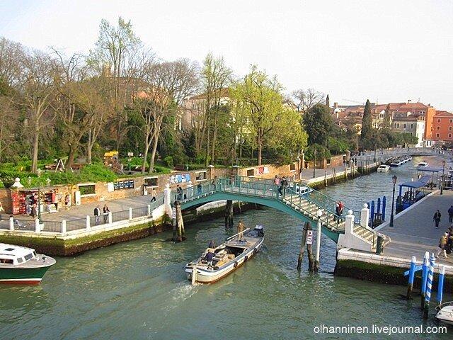 Вид на Большой Канал около площади Рима в Венеции