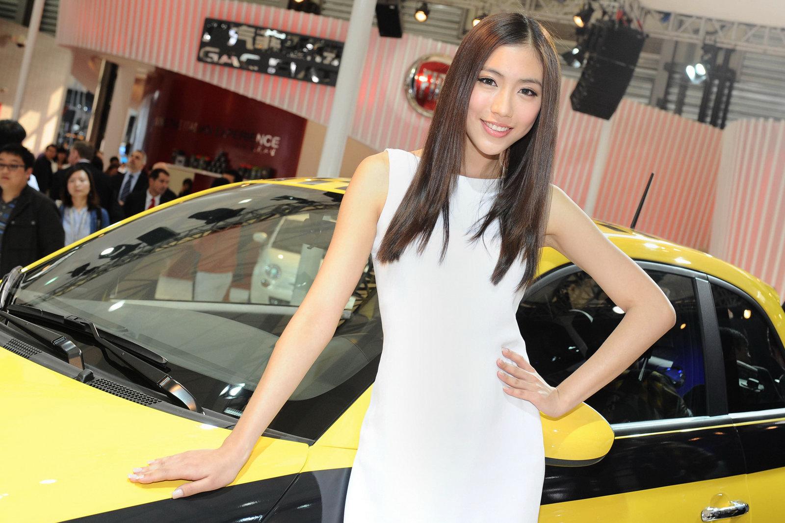 девушки и автомобили Шанхайского автосалона 2011