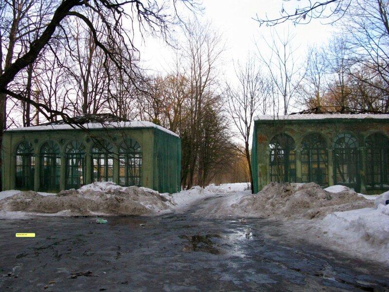 Вавиловские оранжереи,город Пушкин,в строительной сетке