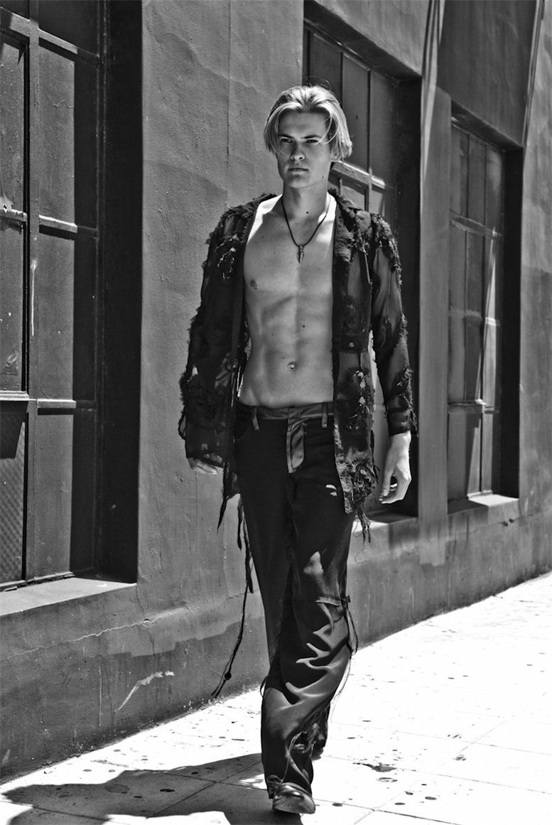 модель Алек Романов / Alec Romanov, фотограф Vikram Pathak