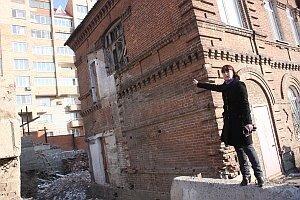 Во Владивостоке под носом у милиции открыто попирают права граждан и рушат исторический памятник