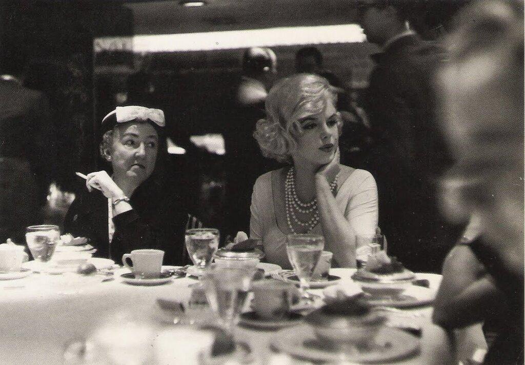 Мэрилин Монро на обеде для женщин обозревателей