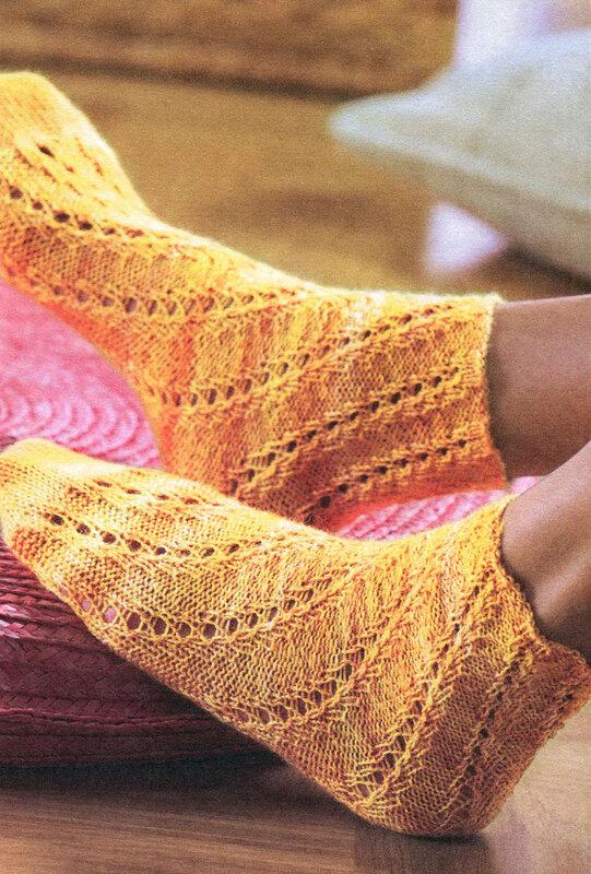 Вяжем ажурные носки по спирали.