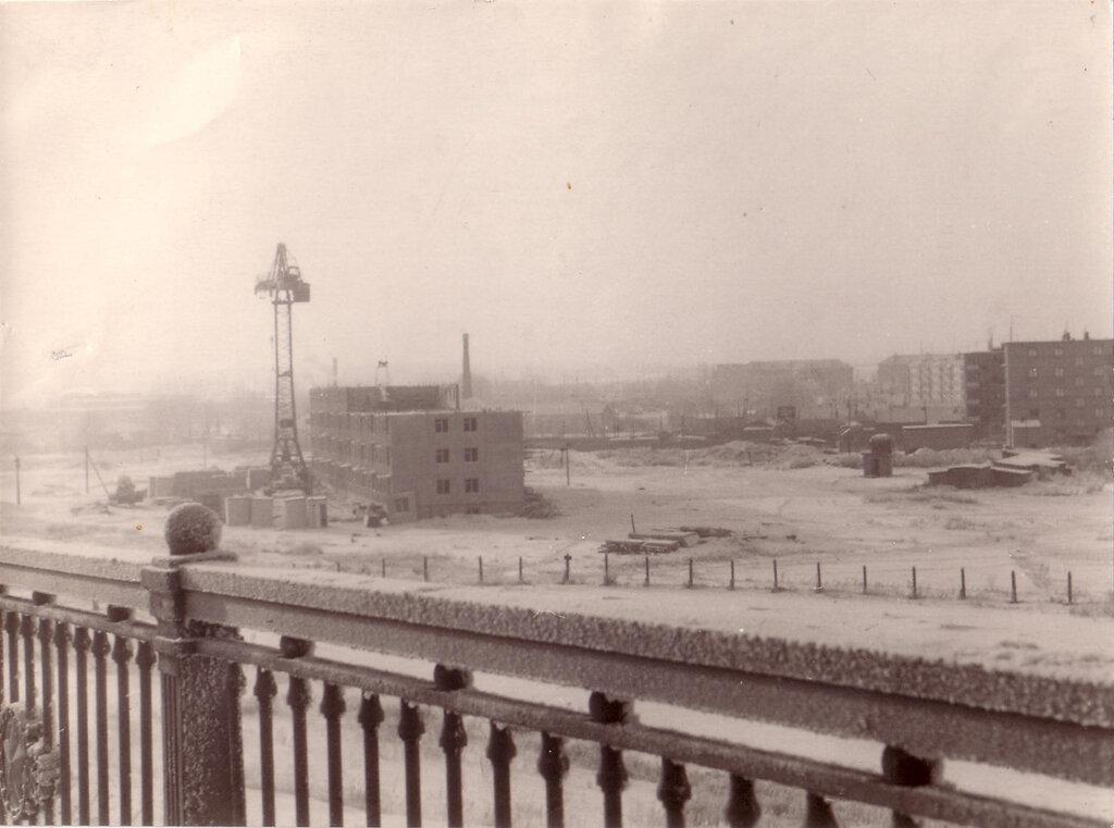 Замоскворечье. Начало строительства микрорайона. Вид с моста.