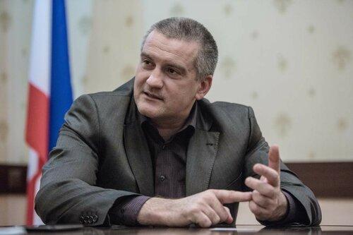 Аксёнова в Крыму критикуют, а он готов уступить своё кресло