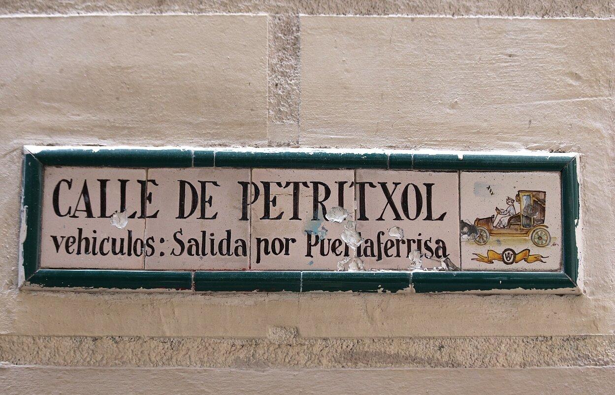 Barelona. Ceramic panels of the street Petritxol (Calle Petritxol)