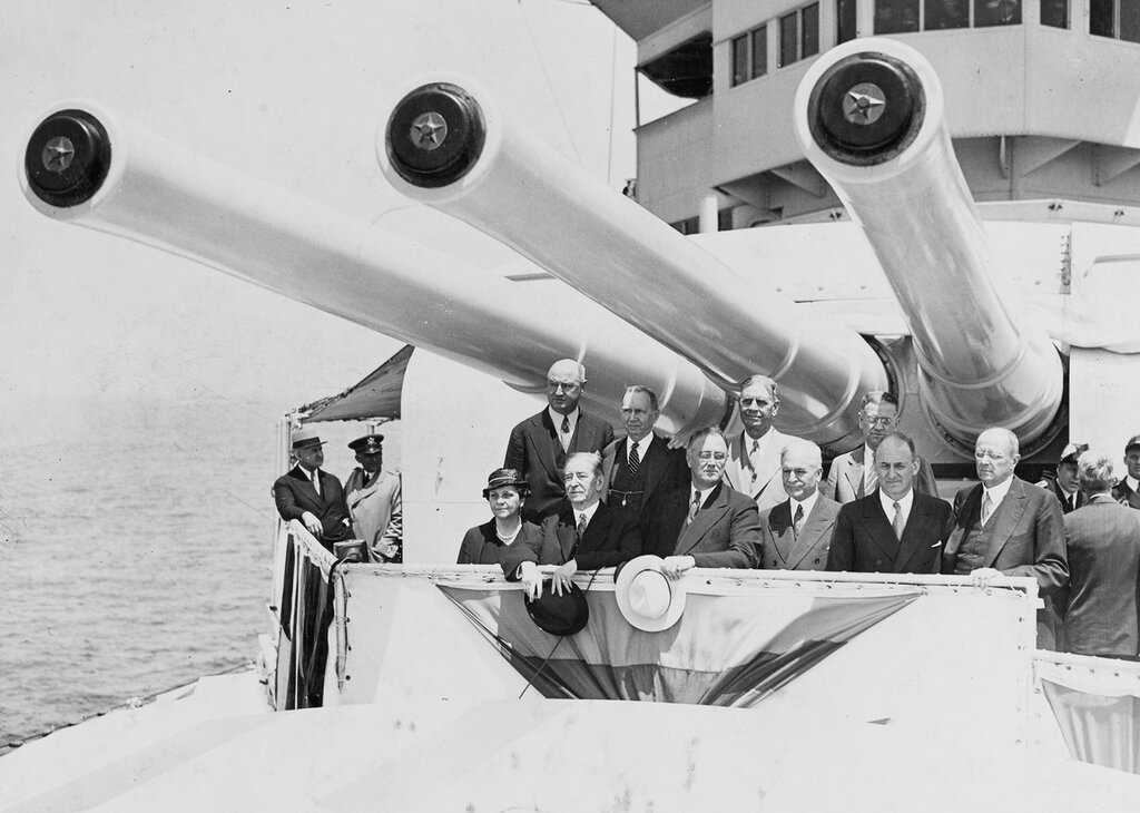 Fleet review, New York, 31 May 1934. President Roosevelt and his cabinet under the guns of USS INDIANAPOLIS (CA-35)