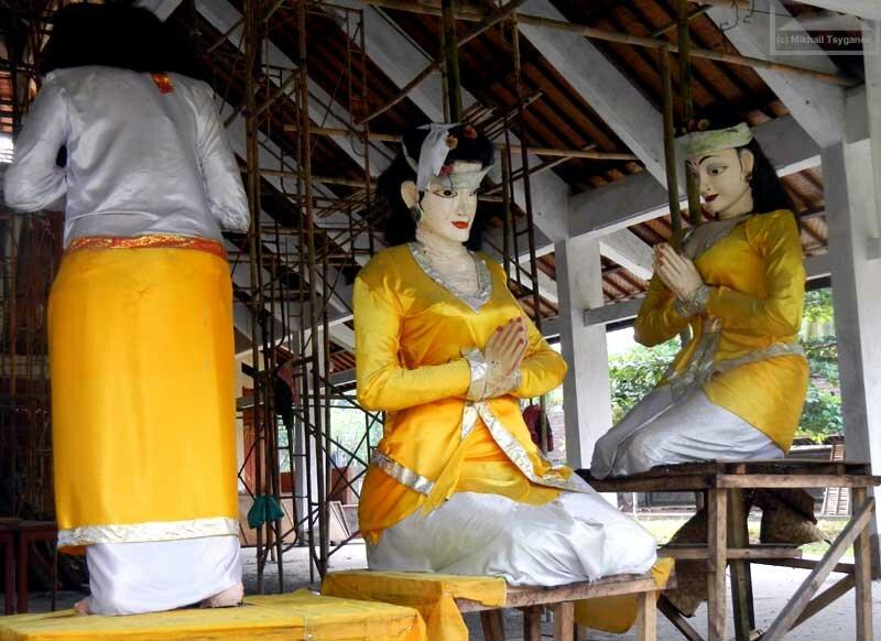 Приветственные статуи
