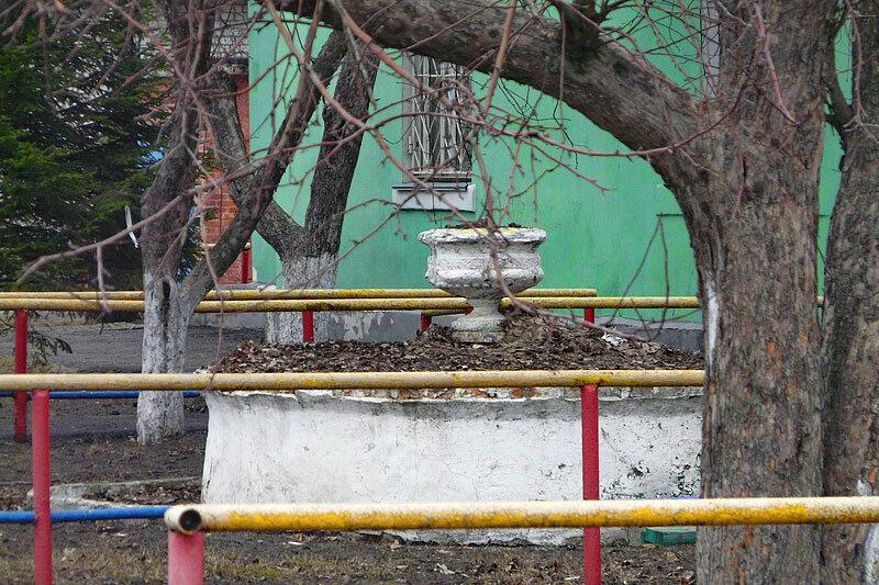 Клумба у станции Белгород-Сумской, фото SanchesS