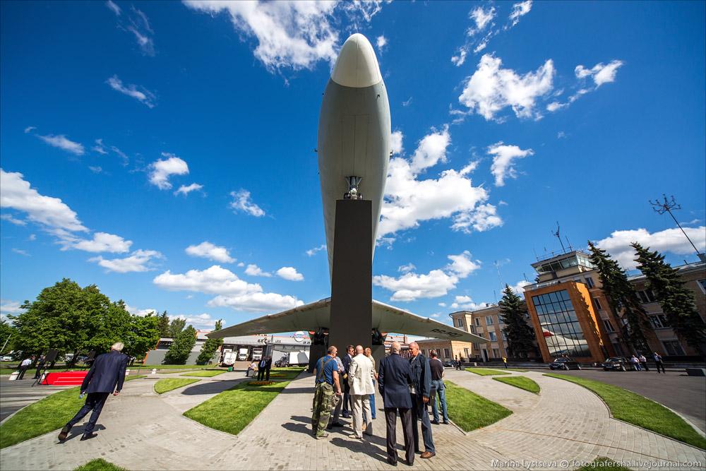 На открытии памятника Ил-62 в Шереметьево