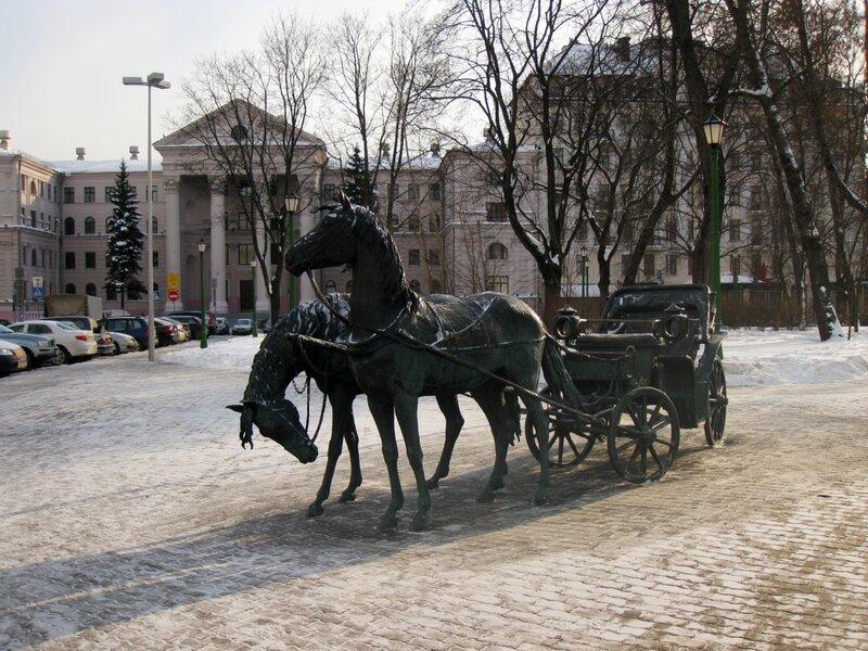 """Скульптура """"Экипаж"""" близ Ратуши"""