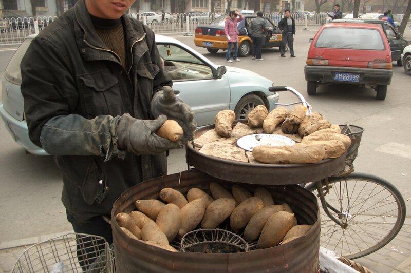 Уличный торговец бататом, Пекин