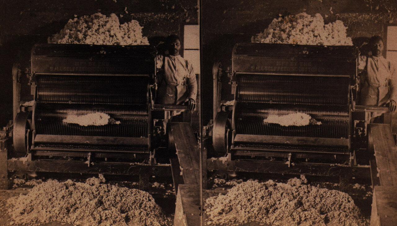 1890. Негр возле машины по переработке хлопка