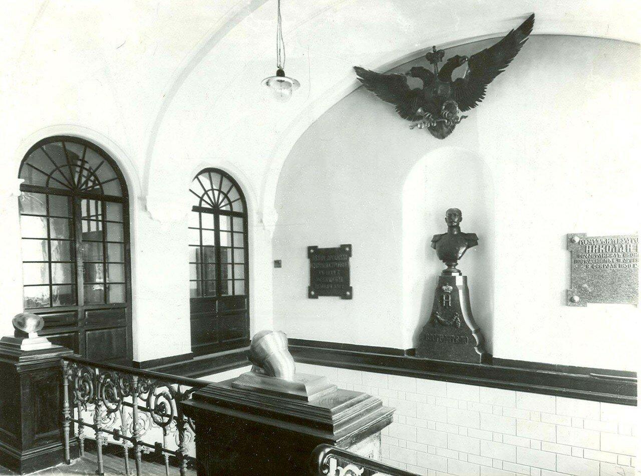 15. Вестибюль здания завода Арсенал Петра Великого. 21 апреля 1914