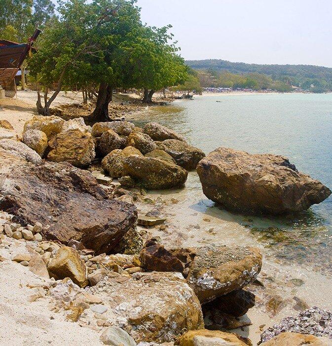 Береговая линия острова Ко Лан. Тайланд