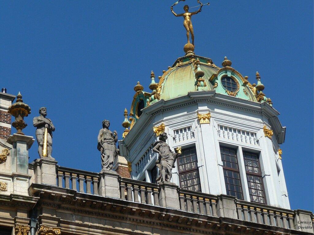 """Купол здания гильдии пекарей - дом """"У короля Испании""""."""