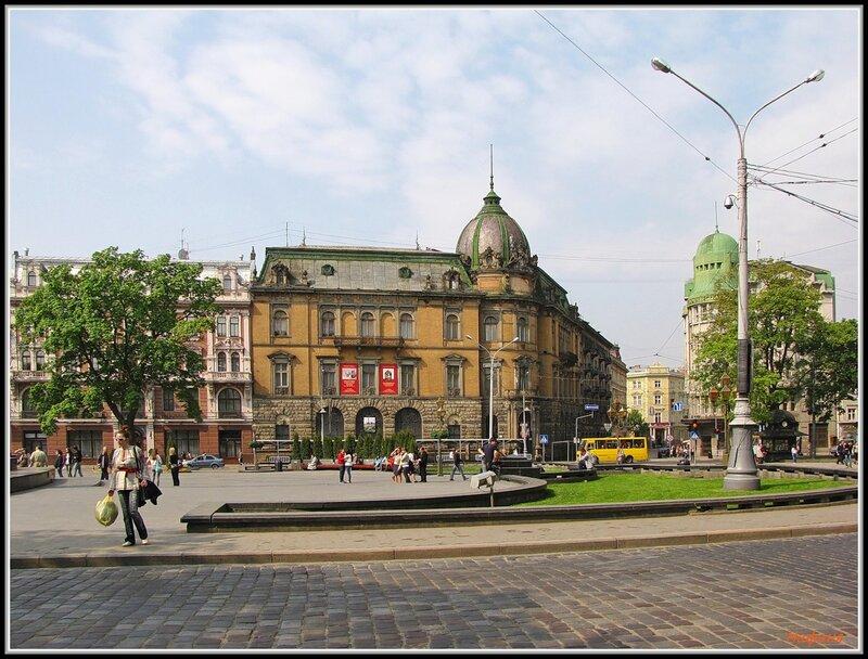 На улицах Львова.