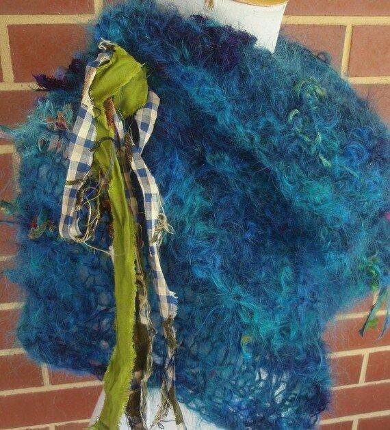 украшения из остатков тканей, вязаные, плетеные..