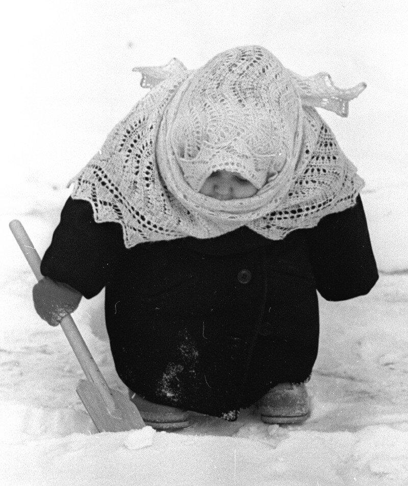 Советское фотоискусство 60-70х.В.Лагранж. Бабуся. 1961