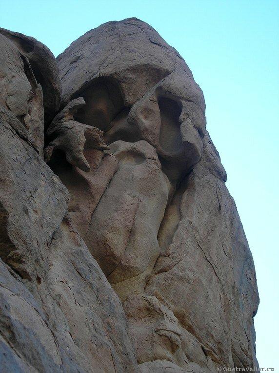 Схимник из камня в горах Синая