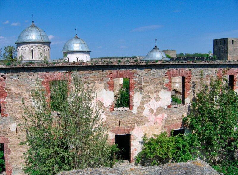 Руины шведских построек в крепости Ивангород