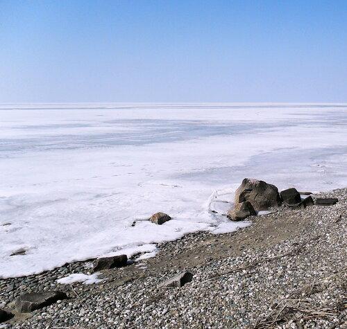 По льду и берегу
