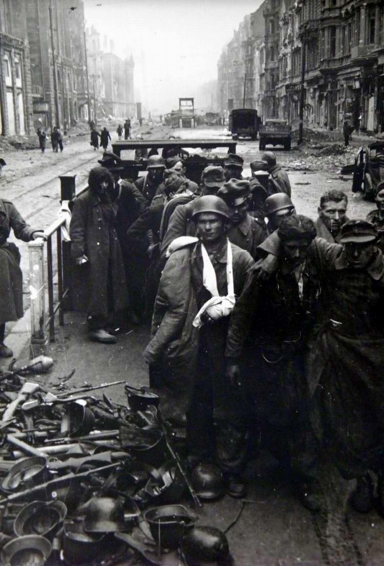 Падение Берлина на фотографиях весны 1945 года (18)